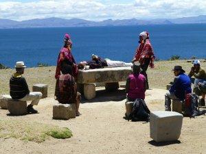 Certains touristes ont paye plus pour faire parti d'une rituelle traditionnelle.  Nous avons seulement pris des photos!