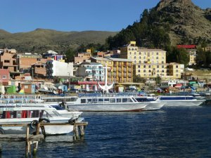 voici le style de bateau qui est commun pour le voyage a Isla del Sol