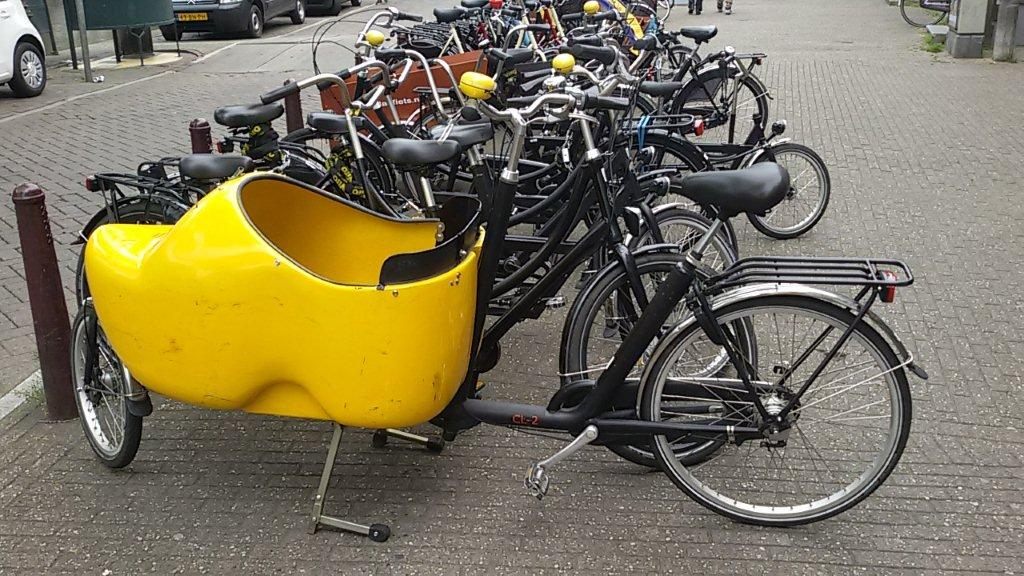 OK, this Dutch cargo bike was just too cute!